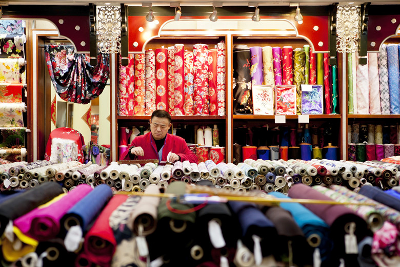 8 Essential Things to Do During a Stopover in Beijing silk market