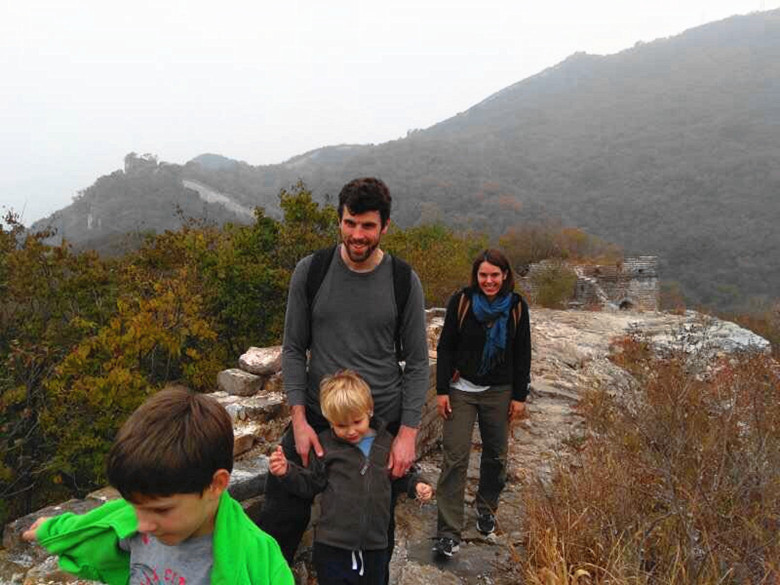hiking the Great Wall with large family