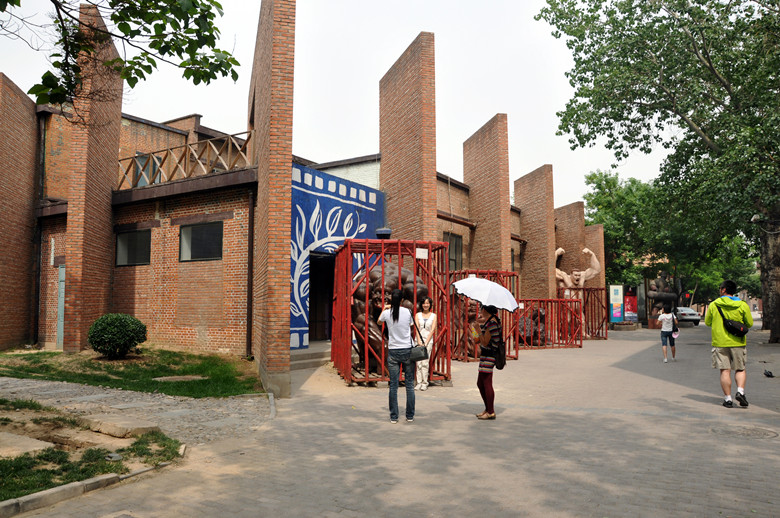 8 Essential Things to Do During a Stopover in Beijing 798art district