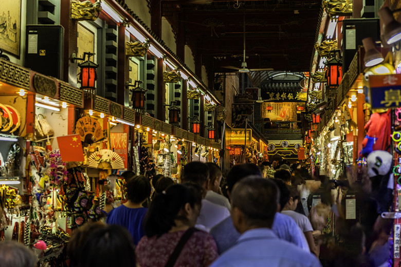 8 Essential Things to Do During a Stopover in Beijing wangfujing snack street